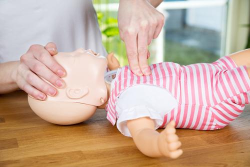 Hjerte- og  lungeredning til spedbarn (Babyer fra 0-12 mnd)