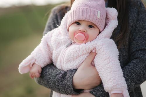 Temperaturregulering og påkledning av babyen på den kalde årstiden