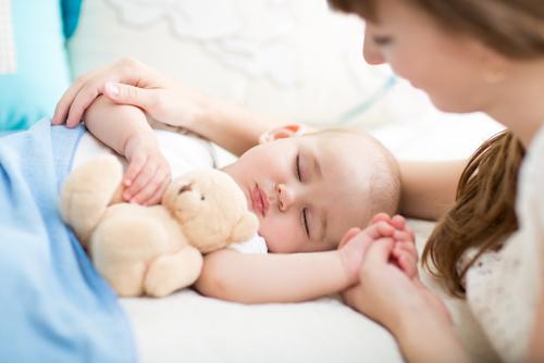 VIDEO: Soveklut eller sovebamse som søvnassosiasjon